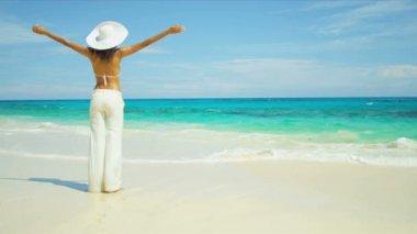 Girl Wearing Bikini Walking Island Beach — Stock Video
