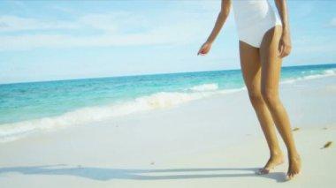 Legs Beautiful Girl Walking Barefoot Beach — Stock Video