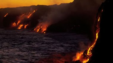 Burning Kilauea Volcanic Lava Pouring Into Ocean — Stock Video
