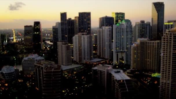 Ville de miami sunset vista aérea illuminé — Vidéo