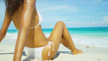 Hispanic Girl Luxury Beach Vacation — Stock Video