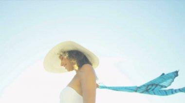 Head Shoulders Smiling Girl Island Beach Sun Lens Flare — Stock Video