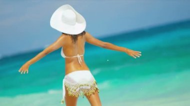 Latin American Bikini Girl Loving Island Lifestyle — Vídeo de stock