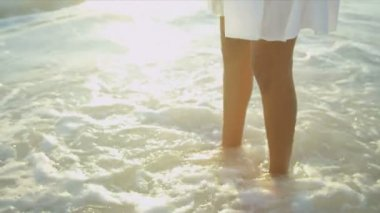 Bare Legs Latin American Beach Girl — Stock Video