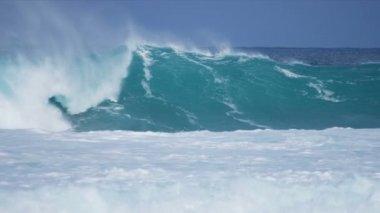 Powerful Waves Pounding Dangerous Rocks — Stock Video
