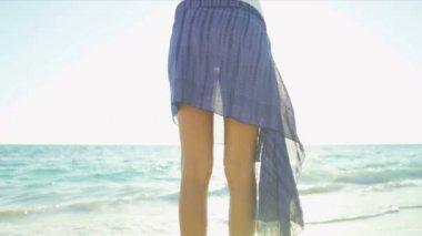 Lower Body Close Up Slim Girl Swimsuit Beach Wrap — Stock Video