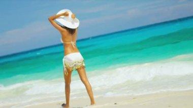 Barefoot Girl Luxury Beach Vacation — Stock Video