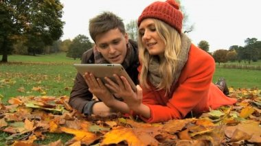 Caucasian couple on wireless tablet — Stock Video