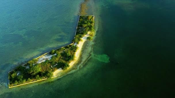Vista aérea de isla tropical pequeño submarino en florida — Vídeo de stock