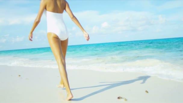 Видео пляж девушки фото 75-70