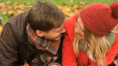 Couple enjoying outdoor lifestyle — Stock Video