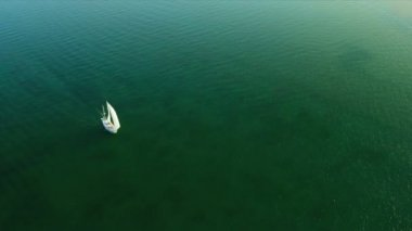Aerial view of yacht in Biscayne Bay, Southern Florida — Stock Video