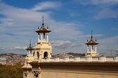 Monumento de montjuic con vistas a la ciudad — Foto de Stock