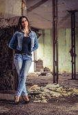 GIrl in jeans posing in ruins. — Stock Photo