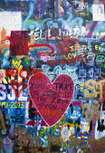 Graffitti heart on the wall - background — Stock Photo