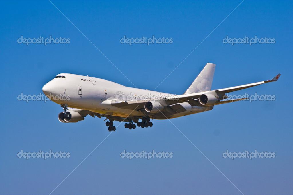飞机降落在巴塞罗那机场加泰罗尼亚
