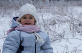 Ragazza in prato inverno — Foto Stock
