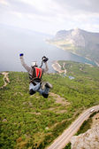 BASE jump off cliff — Stock Photo