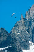 Paraglide over Alps cliff — Stock Photo