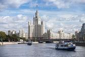 Stalin skyscraper at Kotelnicheskaya Embankment in Moscow — Stock Photo