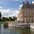 Medieval royal castle Fontainbleau and lake near Paris in France — Stock Photo #15340223