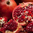 Pomegranate slices and seeds on silver tray — Lizenzfreies Foto