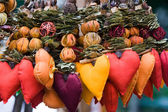 Strings of dried fruits and textile hearts. Decor for Valentine — Stock Photo