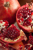 Pomegranate slices and seeds on silver tray — Stock Photo