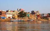 Tradicional boat trip in ganjes river at sunrise — Stock Photo