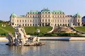 Jardim e fonte do palácio de belvedere — Foto Stock