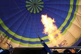 热气球与明亮燃烧气体火焰 — 图库照片