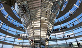 Modern dome of Reichstag (Germany's parliament building) in Berlin — Stock fotografie