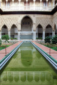 Water feature at the Real Alcazar Moorish Palace in Seville — Stock Photo