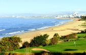 Pole golfowe nad morzem — Zdjęcie stockowe