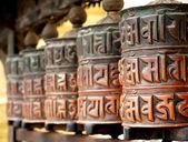 Katmandu swayambhunath maymun tapınağında ibadet tekerlerimi — Stok fotoğraf