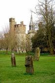 バック グラウンド、カーディフ、ウェールズのビュート公園聖霊降臨祭の城。イギリス. — ストック写真