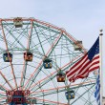 Wonder Wheel located at Deno's Wonder Wheel Amusement Park in Co — Stock Photo #32024547