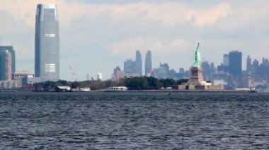 Statue of Liberty sculpture, on Liberty Island in the middle of New York Harbor, Manhattan. — Stock Video