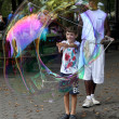 Unidentified performer and kids play with soap bubbles at Centra — Stock Photo
