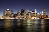 Twilight as the sun sets over Lower Manhattan. Famous New York l — Stock Photo