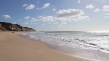 Beautiful timelapse with clouds and sea. Famous destination beach, Algarve, Portugal. — Stock Video