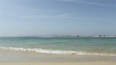 Armona ostrov, ria formosa pohled z farol ostrov sání, krajiny regionu ochranu mokřadů, algarve, jižní portugalsko — Stock video