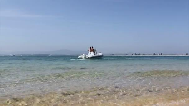 Ile d'armona, ria formosa vue depuis l'entrée de l'île de farol, wetlands conservation paysage de la région, algarve, sud du portugal — Vidéo