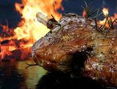 Traditional English wine marinade roast by romantic fire — Stock Photo