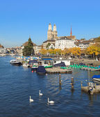 Zurich, the Limmat river and the Great Minster — Stock Photo
