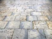 湿路面石板的布尔戈斯城 — 图库照片