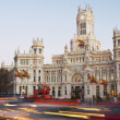 Evening traffic on Plaza de Cibeles in Madrid — Stock Photo