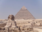 The Sphinx and the great Pyramid at Giza — Stock Photo