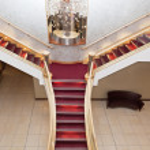 Stareway at spacious modern hotel — Stock Photo