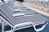 Roe of deck chairs on sundeck of the cruise ship — Foto Stock